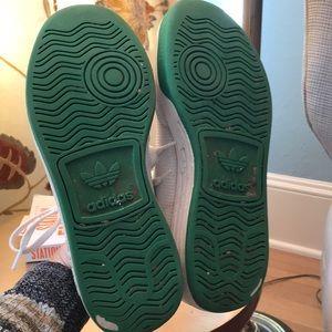 adidas Shoes - Adidas Rod Lavers men's size 7/ women's size 9